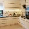глянцевая, белая кухня из пластика