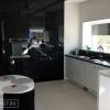 Черная, глянцевая кухня из крашеного МДФ