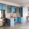 Голубая кухня из натурального дерева